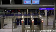 18.03.2020, Flughafen, Frankfurt, Corona-Virus am Frankfurter Flughafen , im Bild Ein geschlossener Schalter der Grenzkontrolle. Foto © nordphoto / Bratic | Verwendung weltweit