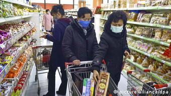 Покупатели в супермаркете в Пхеньяне