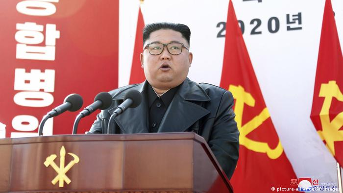 Kim Jong Un speaking at a hospital ground breaking ceremony in Pyongyang on March 18,2020 (picture-alliance/AP Images)