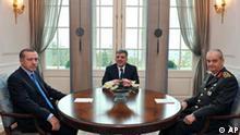 Türkei Krisentreffen Abdullah Gül und Recep Tayyip Erdogan und Ilker Basbug in Ankara