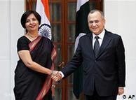 پاکستانی خارجہ سکریٹری سلمان بشیر اپنی بھارتی ہم منصب کے ساتھ