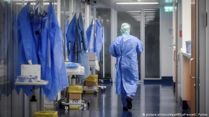 Italien | Coronavirus: Intensivstation des Krankenhauses von Brescia (picture-alliance/dpa/AP/LaPresse/C. Furlan)