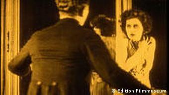 Szene aus dem Film Die freudlose Gasse (Foto: Edition Filmmuseum/DVD-Anbieter)