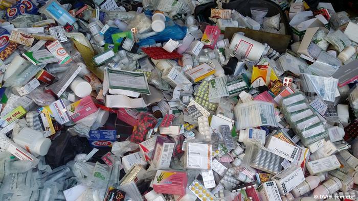 Mosambik Manica | Illegaler Medikamentenverkauf