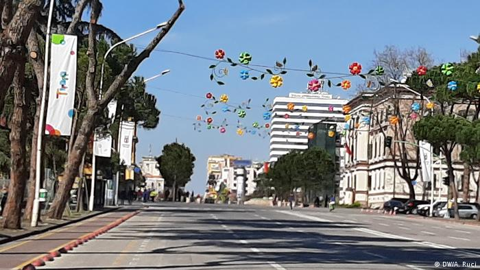 Albanien | Leere Hauptstrasse in Tirana (DW/A. Ruci)