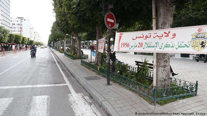 Tunesien Tunis | Coronavirus | leere Straße (picture-alliance/Xinhua News Agency/A. Ezzine)