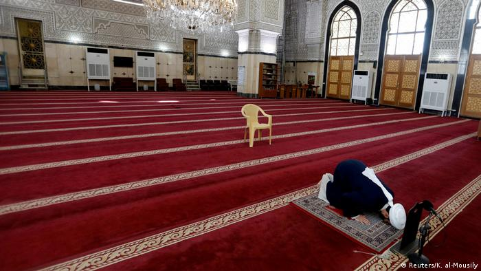 A man prays in an empty mosque in Baghdad (Reuters/K. al-Mousily)