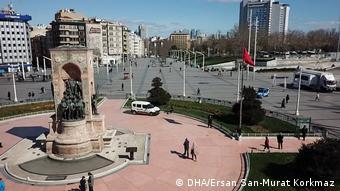 Άδεια η κεντρική πλατεία Tαξίμ της Κωνσταντινούπολης