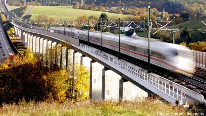 An ICE train on a bridge between Frankfurt and Cologne