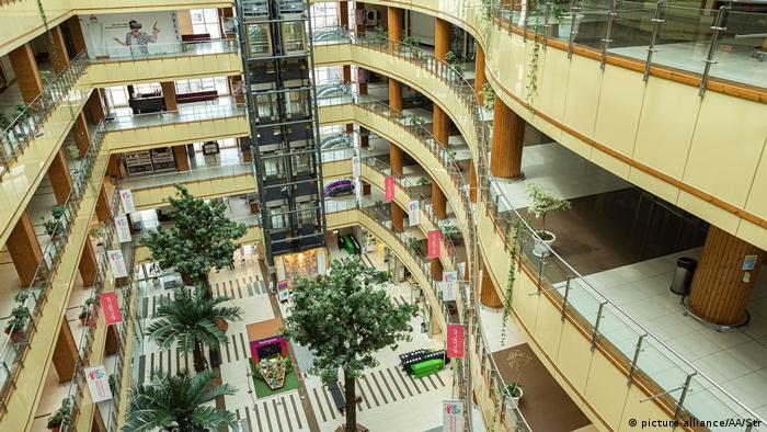 Iran Corona-Pandemie | leere Mall in Tabriz