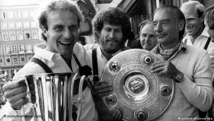 مربی مجاری تیم بایرن مونیخ بود که این تیم را در سالهای ۱۹۸۰ و ۱۹۸۱ به عنوان قهرمانی بوندس لیگا رساند. چرنای (نفر اول سمت راست) همچنین موفق به کسب جام حذفی آلمان در سال ۱۹۸۲ شد.