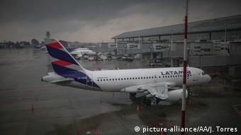 Corona - El Dorado Flughafen in Bogota (picture-alliance/AA/J. Torres)