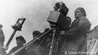 Mann mit Kamera am Filmset