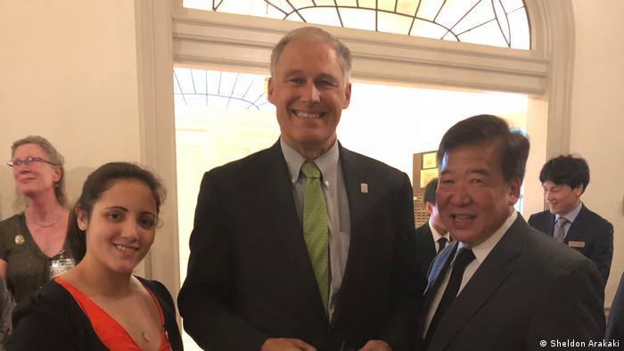 Sarah Baker (l.), Jay Inslee, Governor of Washington (m.), Bill Tashima (r.)