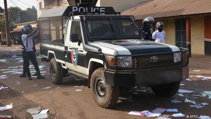 Des forces de police et de sécurité trop violentes autour du scrutin en Guinée?