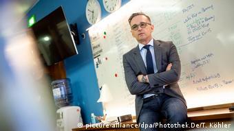 Πλέον ο Χάικο Μάας οργανώνει τις επαφές του από το γραφείο του στο Βερολίνο - Kανένα ταξίδι για την ώρα