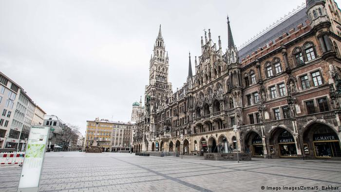 Di München Marienplatz tampak kosong (Imago Images/Zuma/S. Babbar)