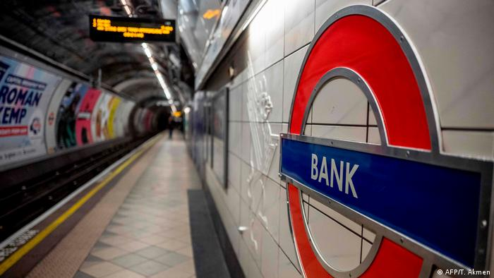 An empty London tube station (AFP/T. Akmen)