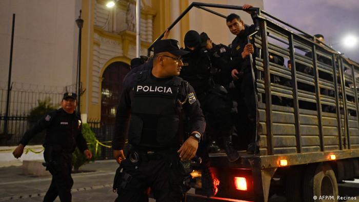 El Salvador Coronavirus Ausgangssperre Polizei (AFP/M. Recinos)