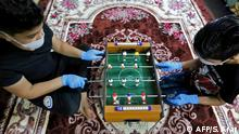 BdTD Coronavirus Irak Bagdad Kinder spielen Tischkicker bei Ausgangssperre