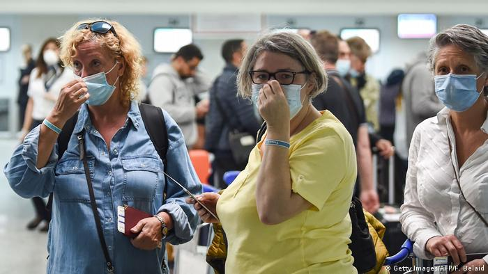 Tunesien Touristen am Flughafen