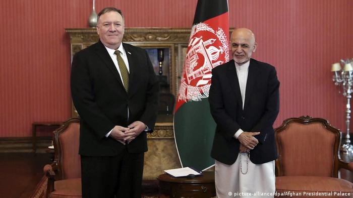 US-Außenminister Pompeo in Afghanistan mit Aschraf Ghani (picture-alliance/dpa/Afghan Presidential Palace)