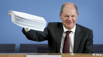 Берлин, 23 марта 2020. Министр финансов ФРГ Олаф Шольц представляет программу поддержки бизнеса