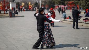 Танцующая пара в масках, Китай