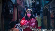 Coronavirus in Philippinen San Juan Freiwillige verteilt Hilfsgüter an Bewohner eines Slums