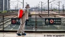 China Hubei Wuhan Desinfektion am Bahnhofsgelände