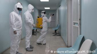 Venezuela Coronavirus Desinfektion Krankenhaus (picture-alliance/dpa/M. Gibelli)