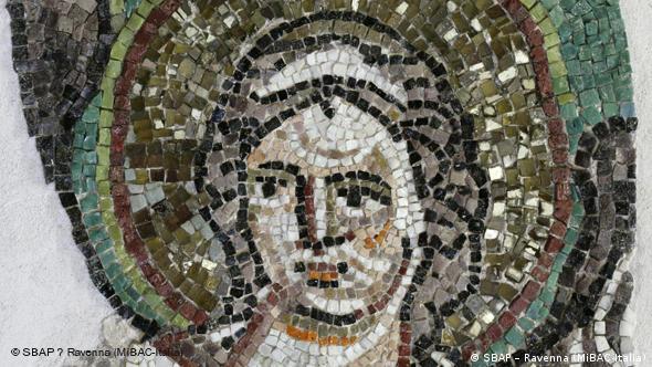 Фрагмент мозаики с изображением ангела. 6 век. Равенна, церковь Сан-Витале