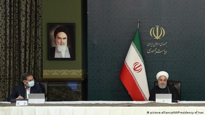 حسن روحانی و اسحاق جهانگیری در نشست دولت در روز چهارشنبه ۶ فروردین