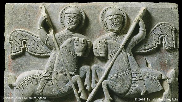 Рельеф с изображением воинских святых. Известняк, краска, 10-11 века. Музей Бенаки, Афины