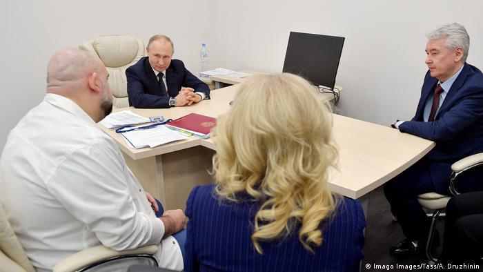 Совещание главврача Дениса Проценко и Владимира Путина в больнице в Коммунарке 24 марта