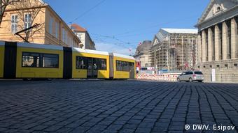 Трамвай перед домом Ангелы Меркель