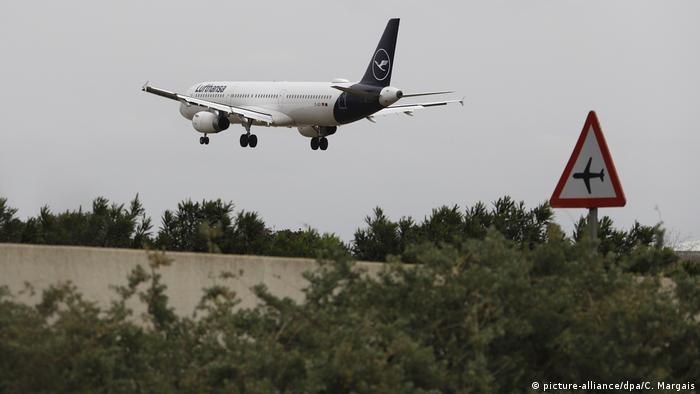 Coronavirus Mallorca Spanien Flughafen (picture-alliance/dpa/C. Margais)