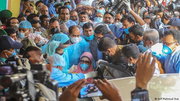 Der BNP-Vorsitzende Khaleda Zia erhielt eine Kaution (Asif Mahmud Ove)
