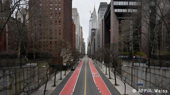Uma das principais vias de Nova York está vazia