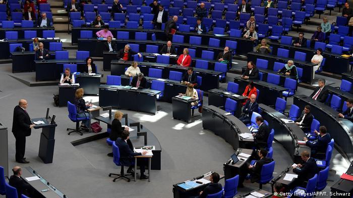 Berlin   Coronakrise : Bundestagssitzung (Getty Images/AFP/T. Schwarz)