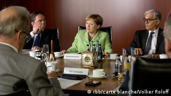 Η Άγκελα Μέρκελ (Ίμουτζεν Κογκε) στο υπουργικό συμβούλιο. Σκηνή από την ταινία