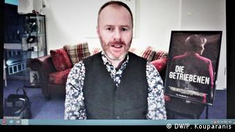 Ο σκηνοθέτης Στέφαν Βάγκνερ σε συνέντευξη τύπου στο διαδίκτυο