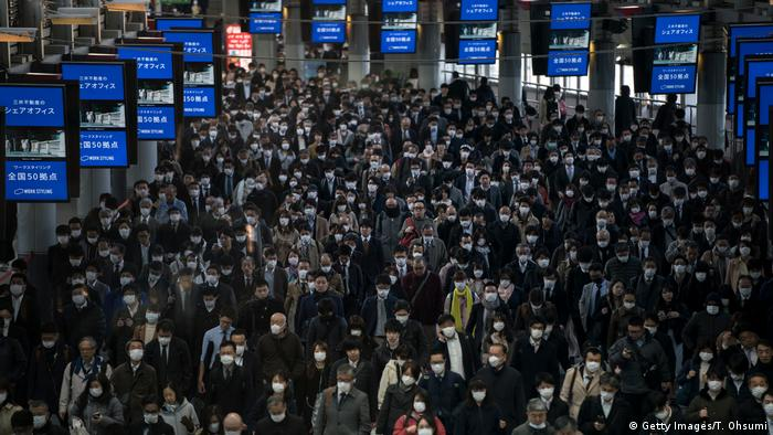 Commuters in Tokyo (Getty Images/T. Ohsumi)