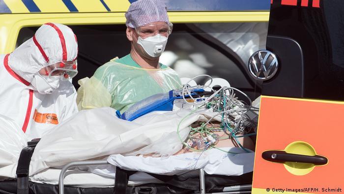 Больного COVID-19 из Италии перевозят в одну из клиник Лейпцига
