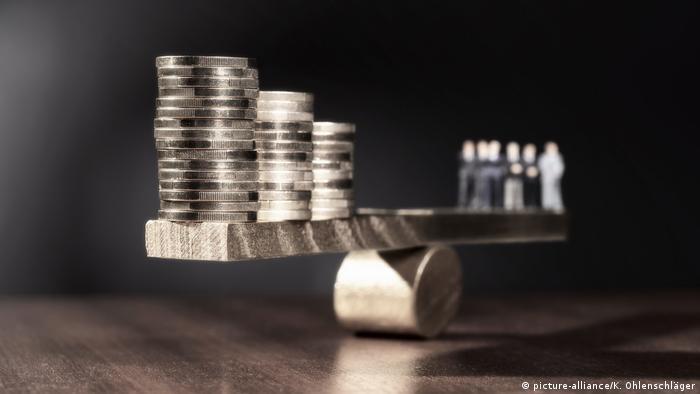 Symbolbild Wirtschaft und Finanzen (picture-alliance/K. Ohlenschläger)