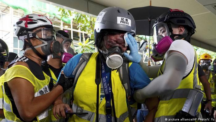 Hongkong Journalist aus Indonesien durch Polizei verletzt