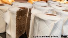 Deutschland Dortmund Coronavirus Klopapier-Kuchen Konditorei Bäcker