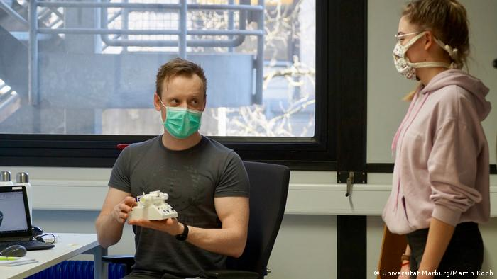 Marburg | CPAP-System zur Beatmung: Peter Michael Mross und Caroline Sommer