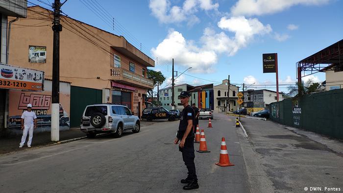 Nas vias de acesso a Ubatuba, barricadas param os carros