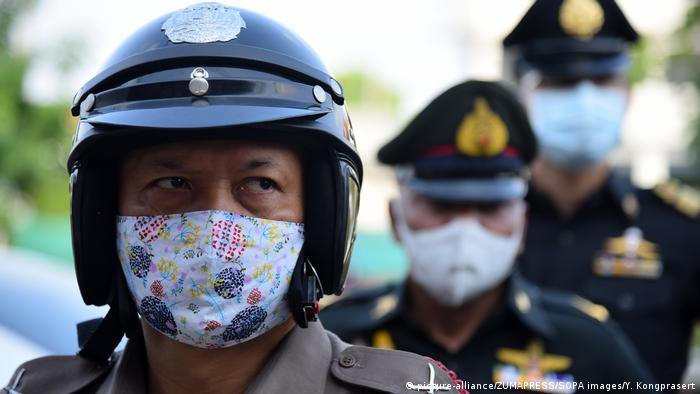 Checkpoints in Thailand (picture-alliance/ZUMAPRESS/SOPA images/Y. Kongprasert)